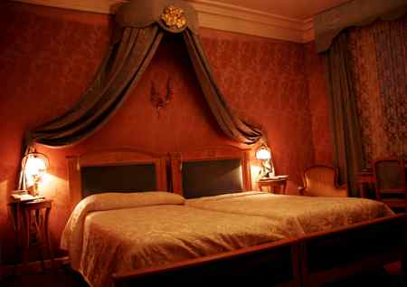 How to book a hotel room in Paris - beautiful beds!