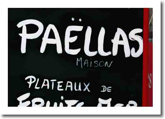 Taste delicious Francois' Paella at the Saturday market in Paris 75004