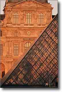 Tourist attractions in Paris : Louvre and Pyramid