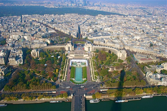 Photos of Paris taken by Charles Moncrieff III - Trocadero as seen from midway up the Eiffel Tower (image)