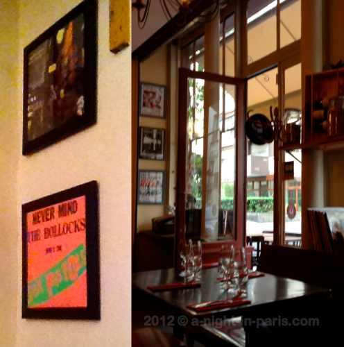 Les Mandibules Restaurant window (image)